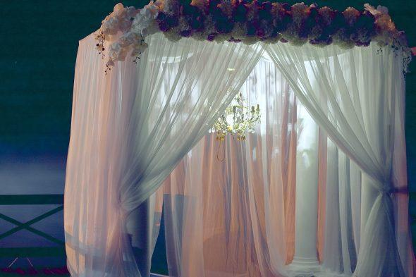 Saiba como usar cortinas (sem ser nas janelas)