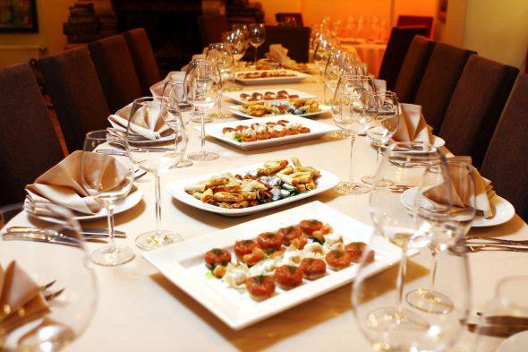 Essenciais para uma mesa de jantar elegante